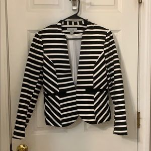 H & M lined black and white blazer